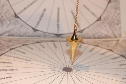 pendulum-242740_1280